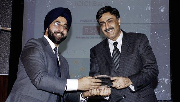 Security: Pravir Vohra, President & Group CTO of ICICI Bank receives the CIO100 Special Award for 2009 from Amuleek Bijral, Country Manager, India & SAARC, RSA