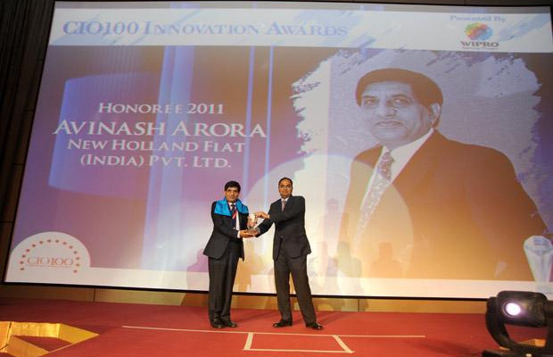 Innovation Architect: Avinash Arora, Director- Supply Chain Management at New Holland Fiat (India) receives the CIO100 Special Award for 2011 from Anand Sanakaran, SVP and Business Head, India, Middle East and Africa, Wipro