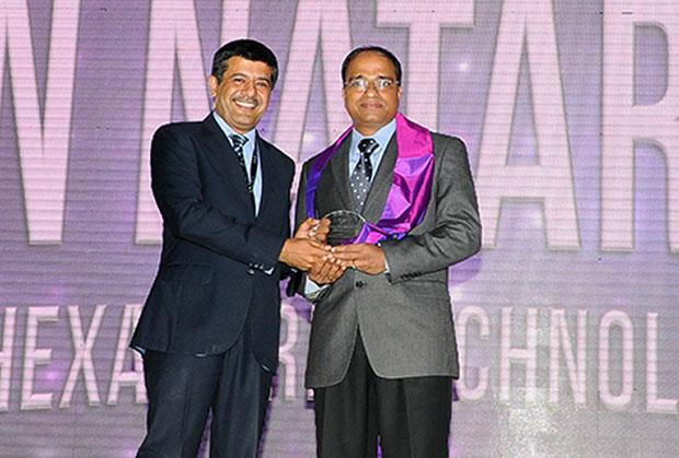 Information Mastermind: Nataraj N, Global CIO of Hexaware Technologies receives the CIO100 Special Award for 2012 from Rajesh Janey, President-India and SAARC, EMC