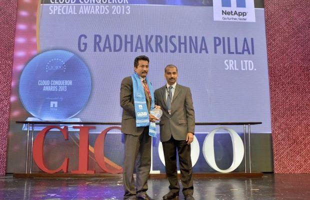 Cloud Conqueror: Radhakrishna Pillai, CIO of SRL receives the CIO100 Special Award for 2013 from Ramanujan K, Director-Enterprise Sales, NetApp