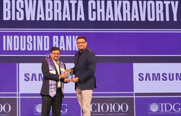 Mobility Maven: Biswabrata Chakravorty, CTO, IndusInd Bank receives the CIO100 Special Award for 2019 from Sukesh Jain, Senior VP, Samsung Electronics