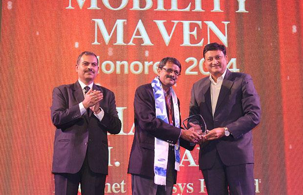 Mobility Maven: Sharat M Airani, Director- IT and SICO of Intellinet Data Systems receives the CIO100 Special Award for 2014 from Sukesh Jain, VP-Enterprise Business Division, Samsung Enterprise Business