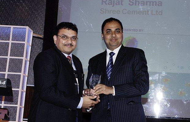 Innovation: Rajat Sharma, Senior GM-IT of Shree Cement receives the CIO100 Special Award for 2009 from Anand Sankaran, SVP and Business Head, India and Middle East, Wipro