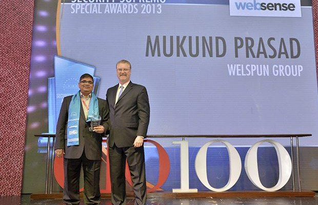 Security Supremo: Mukund Prasad, Director & Group CIO of Welspun Group receives the CIO100 Special Award for 2013 from John McCormack, CEO, Websense