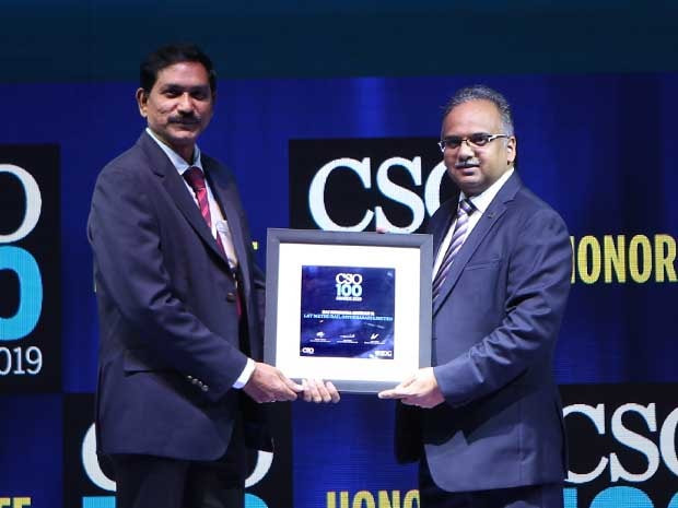 Sai Krishna Mohan, deputy general manager-IT Infrastructure at L&T Metro Rail (Hyderabad) receives the CSO100 Award for 2019