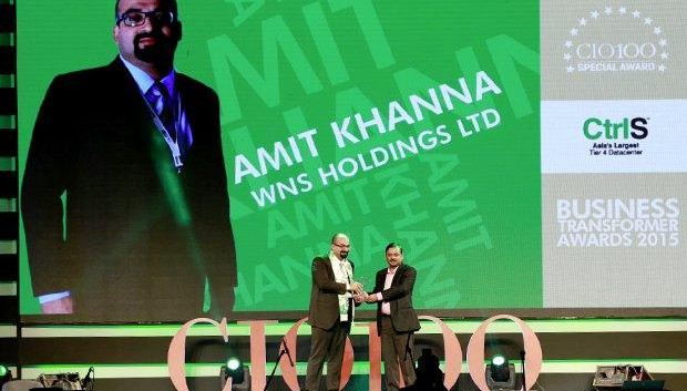 Business Transformer: Amit Khanna, Business Technology Head at WNS Global Services receives the CIO100 Special Award for 2015 from Anil Nama, CIO, CtrlS