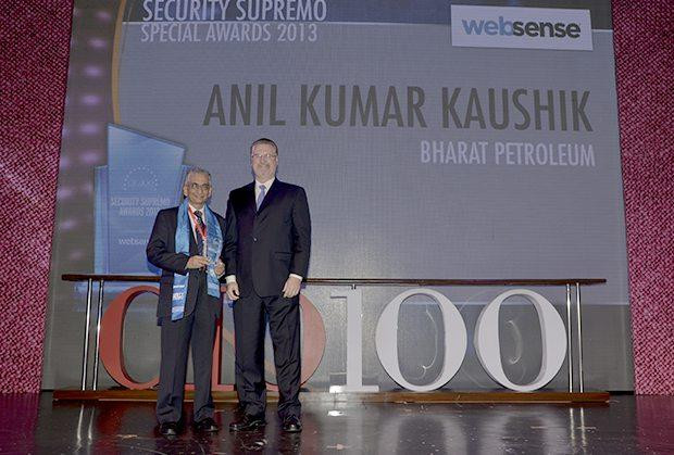 Security Supremo: Anil Kumar Kaushik, GM-Infrastructure and Services, Bharat Petroleum (BPCL) receives the CIO100 Special Award for 2013 from John McCormack, CEO, Websense