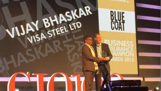 Business Assurance Champion: Vijay Bhaskar, DGM-IT and CIO of Visa Steel receives the CIO100 Special Award for 2015 from Andrew Littleproud, VP-APAC, Blue Coat