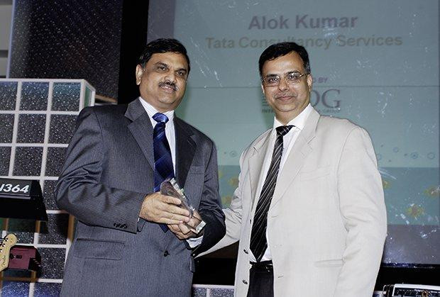 Green Edge: Alok Kumar, VP & Global Head - Internal IT and Shared Services of Tata Consultancy Services receives the CIO100 Special Award for 2009 from Sudhir Sethi, Chairman & MD, IDG Ventures India
