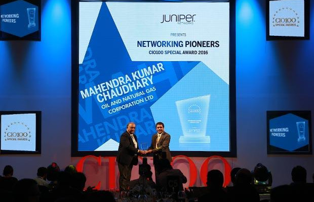 Networking Pioneer: Mahendra Kumar Chaudhary, Executive Director and CIO of ONGC receives the CIO100 Special Award for 2016 from Sajan Paul, CTO, Juniper Networks-India and SAARC