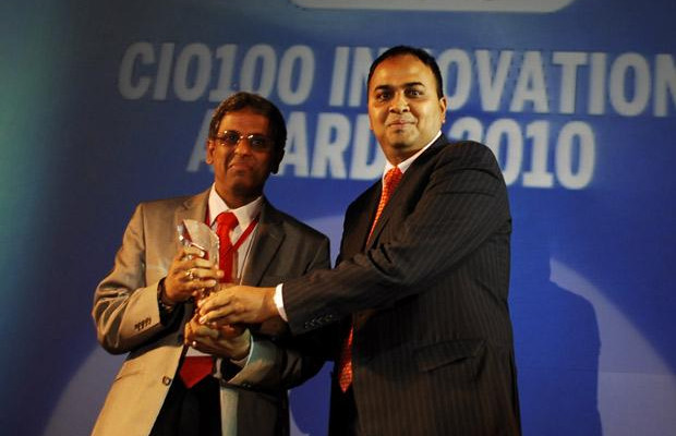 Innovation: Srinivasan Iyengar, COO of Aegon Religare Life Insurance receives the CIO100 Special Award for 2010 from Anand Sankaran, SVP and Business Head, India and Middle East, Wipro