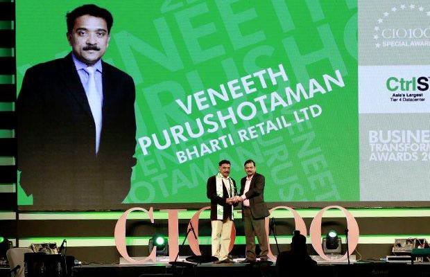 Collaboration Champion: Veneeth Purushotaman, CIO of Fortis Healthcare receives the CIO100 Special Award for 2016 from Anil Nama, CIO, CtrlS.