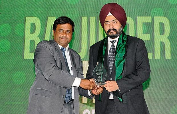 Green IT: Baljinder Singh, Global Head IT, EXL Services Holding receives the CIO100 Special Award for 2012, constituted in association with Schneider Electric