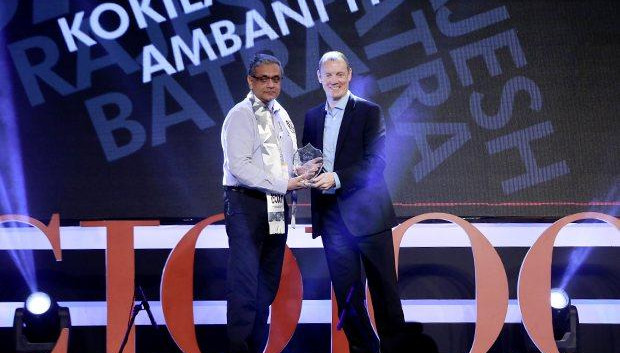 Business Assurance Champion: Rajesh Batra, CIO of Kokilaben Dhirubhai Amabani Hospital receives the CIO100 Special Award for 2015 from Andrew Littleproud, VP-APAC, Blue Coat