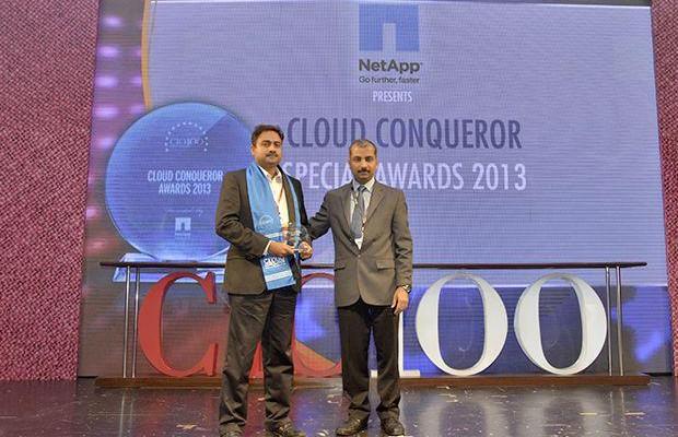 Cloud Conqueror: Prasanth Puliakottu, CIO of Sterlite Technologies receives the CIO100 Special Award for 2013 from Ramanujan K, Director-Enterprise Sales, NetApp