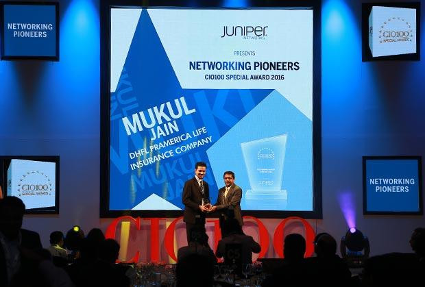 Networking Pioneer: Mukul Jain, CIO of DHFL Pramerica Life Insurance Company receives the CIO100 Special Award for 2016 from Sajan Paul, CTO, Juniper Networks-India and SAARC