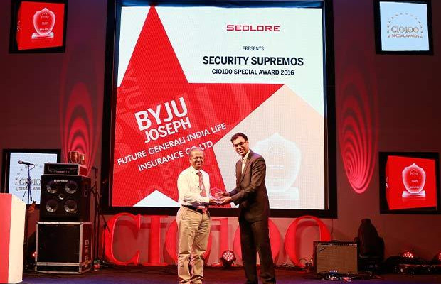Security Supremo: Byju Joseph, VP-IT, Future Generali India Life Insurance receives the CIO100 Special Award for 2016 from Amit Malhotra, VP-Sales, India and Middle East, Seclore
