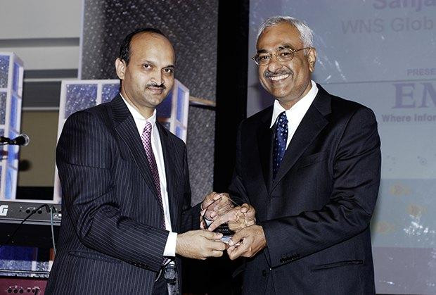 Storage: Sanjay Jain, Chief Strategy Officer of WNS Global Services receives the CIO100 Special Award for 2009 from from Manoj Chugh, President EMC India and SAARC