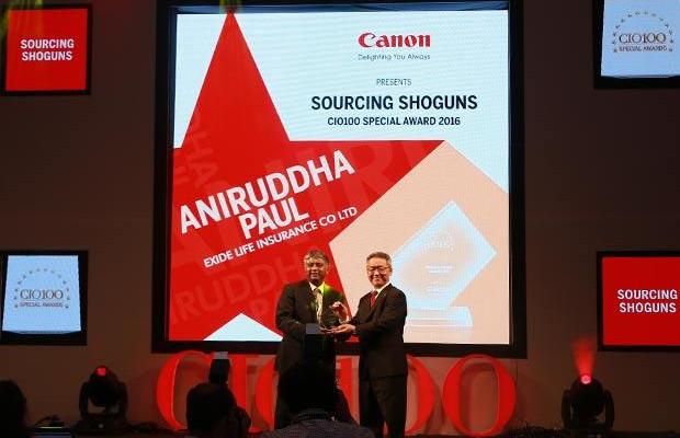 Sourcing Shogun: Aniruddha Paul, Chief Technology Officer, Exide Life Insurance receives the CIO100 Special Award for 2016 from Kazutada Kobayashi, CEO and President, Canon India