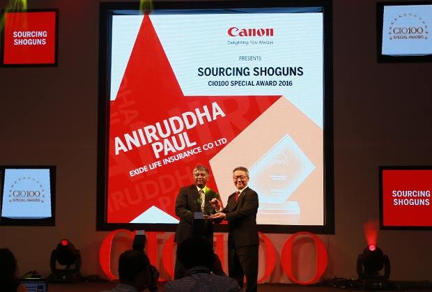 Sourcing Shogun: Aniruddha Paul, Chief Technology Officer, Exide Life Insurance receives the CIO100 Special Award for 2016 from Kazutada Kobayashi, CEO and President, Canon India