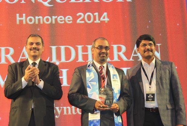 Cloud Conqueror: Muralidharan Ramachandran, CIO, Syntel International receives the CIO100 Special Award for 2014 from Anil Valluri, President India & SAARC, NetApp