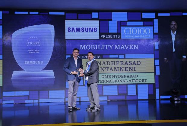 Mobility Maven: Srinadh Prasad Kantamneni, CIO, GMR Hyderabad International Airport, receives the CIO100 special award for 2018 from Sukesh Jain, Senior Vice President, Samsung Electronics