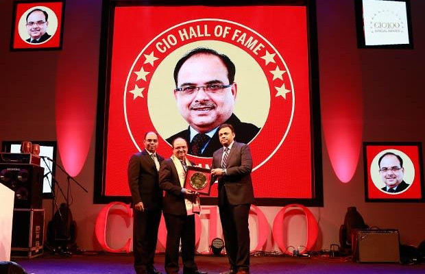 Hall of Fame: Anjan Deb, Head-IT of The Great Eastern Shipping Co receives the CIO100 Special Award for 2016 from Arvind Gupta, CEO at MyGov