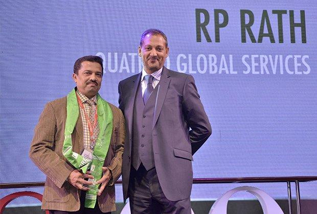 Green Crusader: R P Rath, VP-IT of Quatrro Global Services receives the CIO100 Special Award for 2013 from Kumaran Ramanathan, MD, IDG Global Services