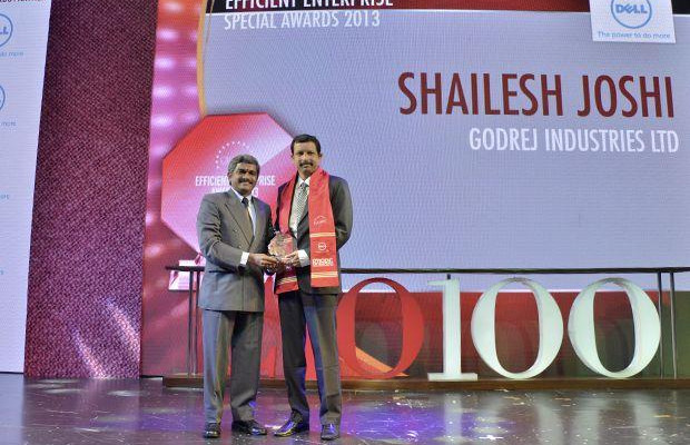 Efficient Enterprise: Shailesh Joshi, VP-Head IT, Godrej Industries, receives the CIO100 Special Award for 2013 from S Sridhar, Director-Enterprise Business Solutions, Dell India