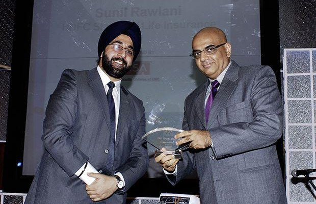Security: Sunil Rawlani, EX. EVP of HDFC Life Insurance receives the CIO100 Special Award for 2009 from Amuleek Bijral, Country Manager, India & SAARC, RS