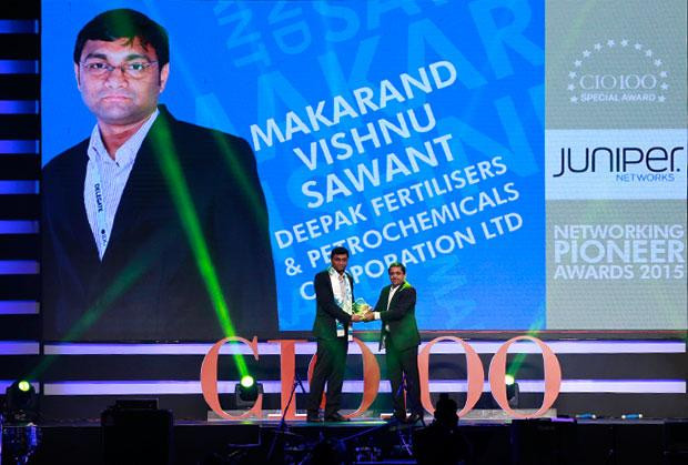 Networking Pioneer: Makarand Sawant, GM-IT of Deepak Fertilizers & Petrochemicals receives the CIO100 Special Award for 2015 from Sajan Paul, CTO, Juniper Networks-India and SAARC