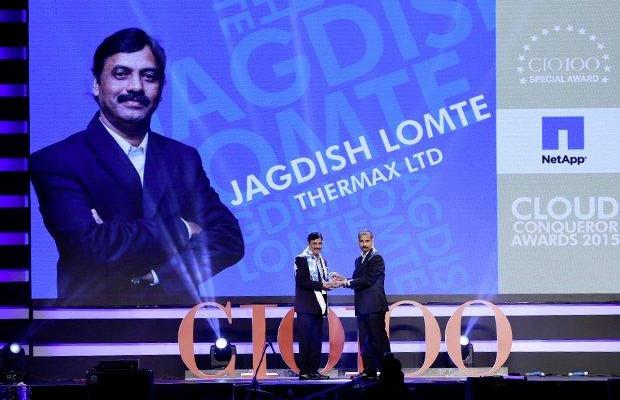 Cloud Conqueror: Jagdish Lomte, VP and CIO-BTG at Thermax receives the CIO100 Special Award for 2015 from Ramanujan Komanduri, Director Sales, NetApp India