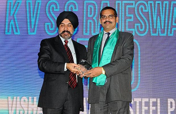 Networking Pioneer: K V S S Rajeswara Rao, GM - IT at Visakhapatnam Steel Plant, RINL receives the CIO100 Special Award for 2012 from Ravi Chauhan, MD, India and SAARC, Juniper Networks