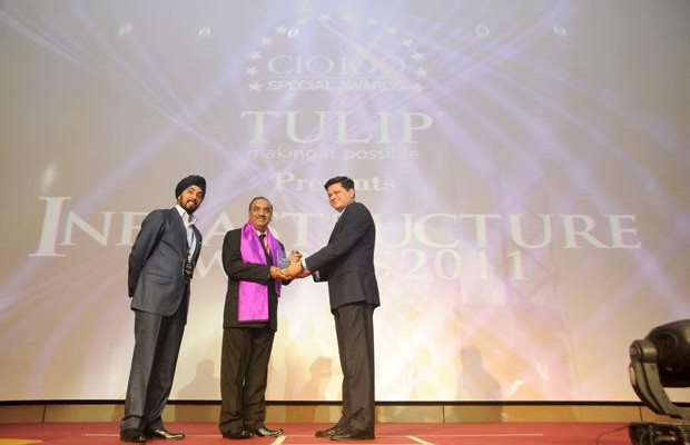 Infrastructure Evolution Futurist: Prashanth M J, CTO, Firstsource Solutions receives the CIO100 Special Award for 2011 from Sanjay Jain, CEO, Tulip Telecom