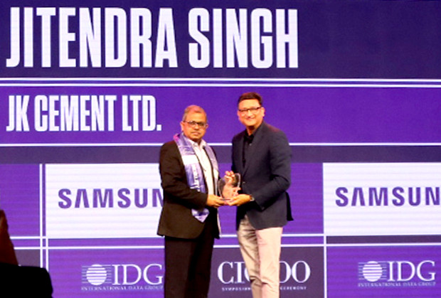 Mobility Maven: Jitendra Singh, CIO, JK Cement receives the CIO100 Special Award for 2019 from Sukesh Jain, Senior VP, Samsung Electronics
