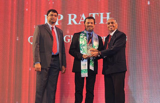 Business Transformer: R P Rath, VP-IT of Quatrro Global Services receives the CIO100 Special Award for 2014, constituted in association with CtrlS