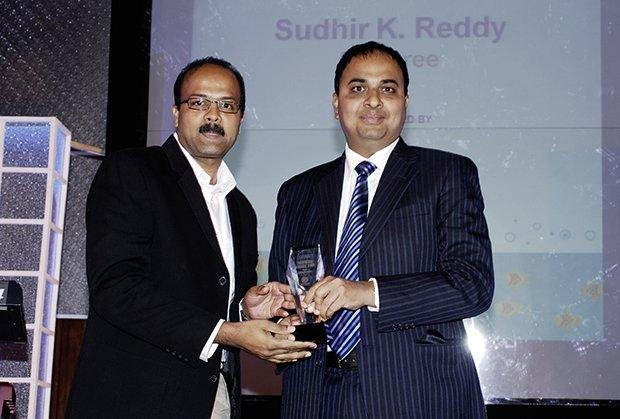 Innovation Architect: Sudhir Kumar Reddy, VP & CIO, Mindtree receives the CIO100 Special Award for 2009 from Anand Sankaran, SVP and Business Head, India and Middle East, Wipro
