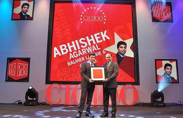 Business Transformer: Abhishek Agarwal, SVP & CIO, Balmer Lawrie & Co. receives the CIO100 Special Award for 2016 from Sridhar Pinnapureddy, Chairman and MD, CtrlS.