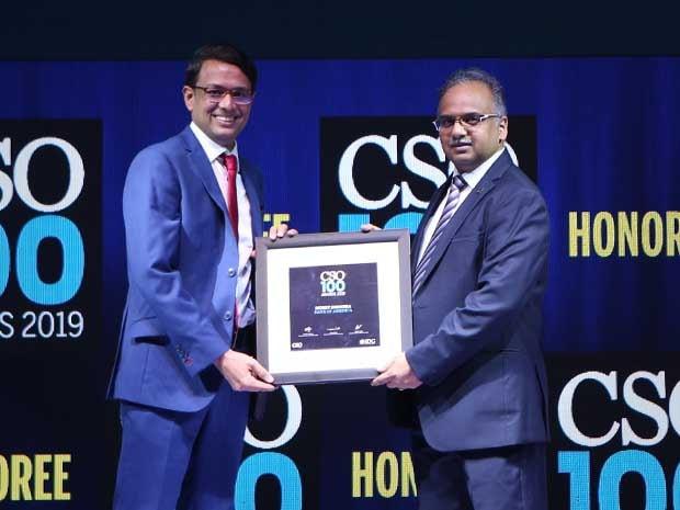 Mohit Dhingra, senior VP of Bank of America receives the CSO00 Award for 2019