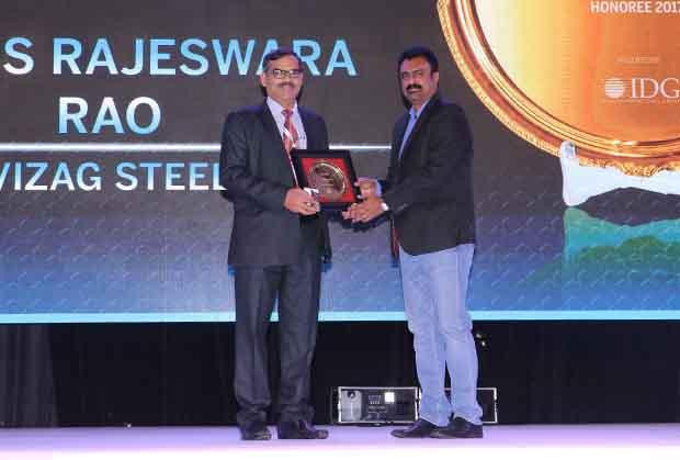 Hall of Fame: K V S S Rajeswara Rao, GM - IT at Visakhapatnam Steel Plant, RINL receives the CIO100 Special Award for 2017 from Leo Joseph, Senior Director-Enterprise Sales and Solutions, Hewlett Packard