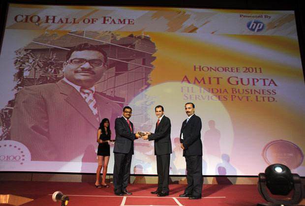 Hall of Fame: Amit Gupta, VP-IT of Fidelity Business Services India receives the CIO100 Special Award for 2011 from Prakash Krishnamoorthy, Country Manager, HP StorageWorks India