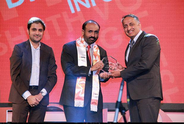 Digital Transformation Czar: Dheeshjith V G, CIO-Internal Infrastructure of Infosys receives the CIO100 Special Award for 2015 from Suhas Kelkar, VP and CTO-APAC, BMC Software