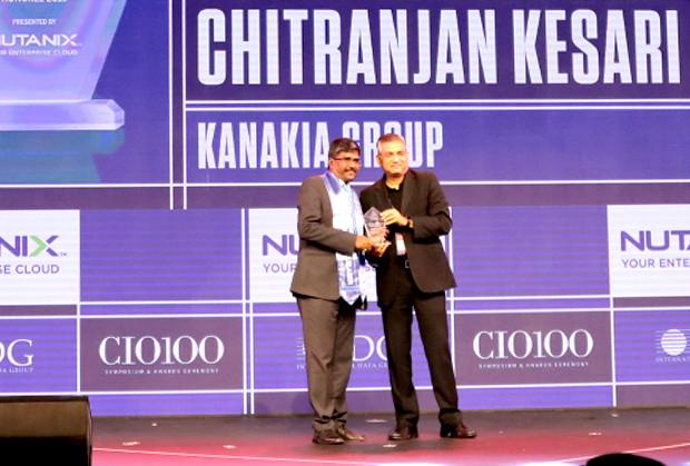 HCI Trailblazer: Chitranjan Kesari, Head of Information Technology, Kanakia Group receives the CIO100 Special Award for 2019 from Anantharaman Balakrishnan, President & CEO, Nutanix India