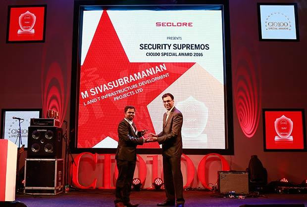 Security Supremo: M Sivasubramanian, Head-IT of L&T Infrastructure Development Projects receives the CIO100 Special Award for 2016 from Amit Malhotra, VP-Sales, India and Middle East, Seclore
