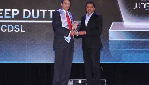 Networking Pioneer: Joydeep Dutta, Group CTO at CDSL receives the CIO100 Special Award for 2017 from Sajan Paul, CTO, Juniper Networks-India and SAARC