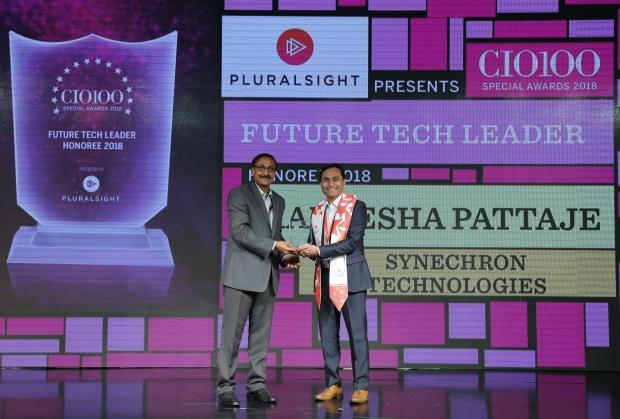 Future Tech Leader: Uday Chaudhary on behalf of Hareesha Pattaje, Managing Director, Synechron Technologies, receives the CIO100 special award for 2018 from Arun Rajamani Sivaramakrishnan, VP & Country Head Pluralsight India