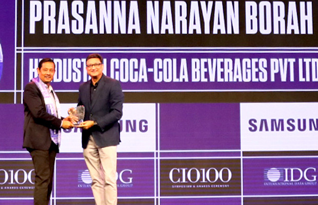 Mobility Maven: Prasanna Borah, CIO, Hindustan Coca-Cola Beverages receives the CIO100 Special Award for 2019 from Sukesh Jain, Senior VP, Samsung Electronics