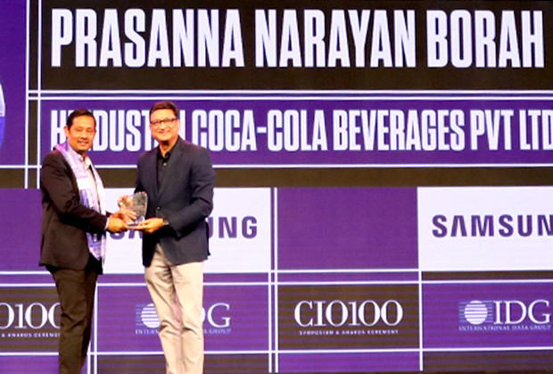 Mobility Maven: Prasanna Borah, CIO, Hindustan Coca-Cola Beverages receives the CIO100 Special Award for 2019 from Sukesh Jain, Senior VP, Samsung Electronics