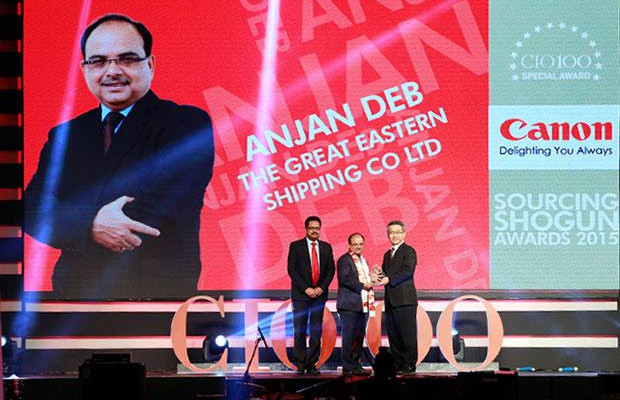 Sourcing Shogun: Anjan Deb, Head-IT of The Great Eastern Shipping Co receives the CIO100 Special Award for 2015 from Kevin Kobayashi, President and CEO, Canon