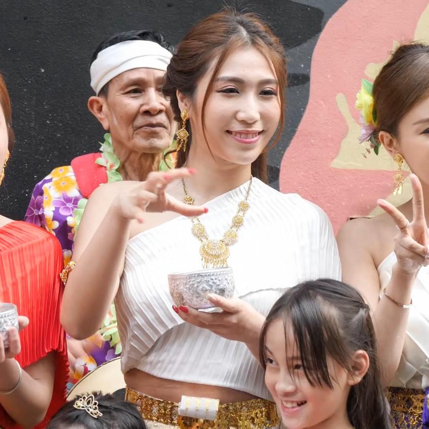 ThaiWaterFestival_20180401_All_01_v2.mp4_snapshot_00.52_[2018.04.03_21.15.41]